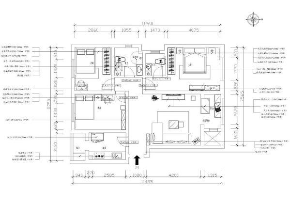 进入入户门是一条长长的过道,左手边是厨房和厨房阳台的空间,右手边是客厅和客厅阳台的空间,斜对着的是次卫,左手边是次卧,以后也是作为女儿房,左下方是书房,右手边是主卧还有主卫的空间。