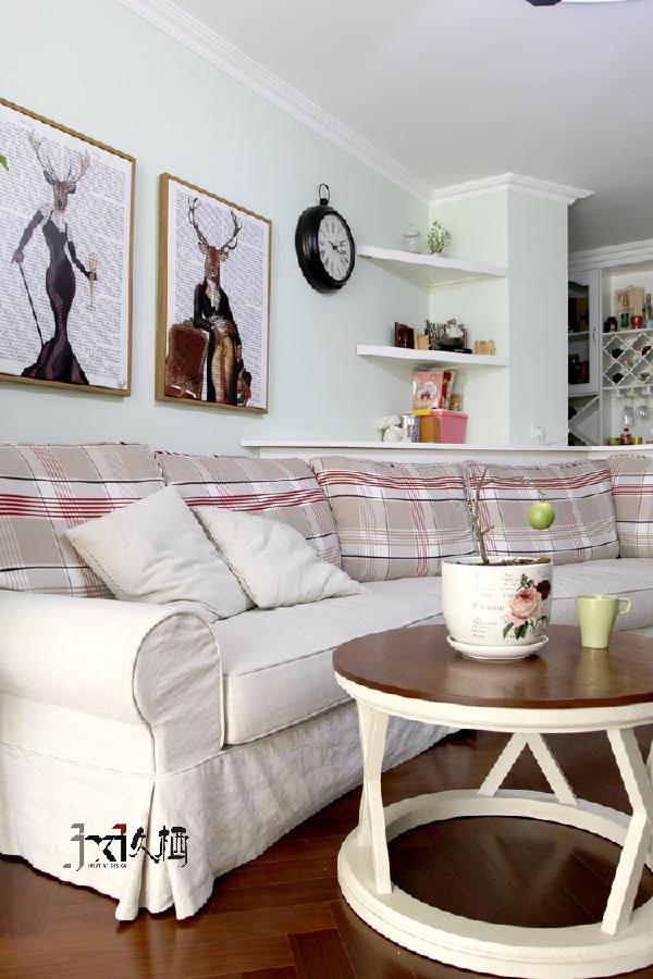 奶油色转角棉布沙发,暖暖的带给你一个悠闲地星期天,阳光、下午茶和喜欢的电视节目。