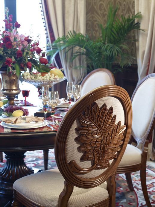餐厅:  餐厅是装修中的重点,好的餐厅装修会让这里用餐的人,不但能体会到浪漫的感觉,还要有一种幸福的归属感。
