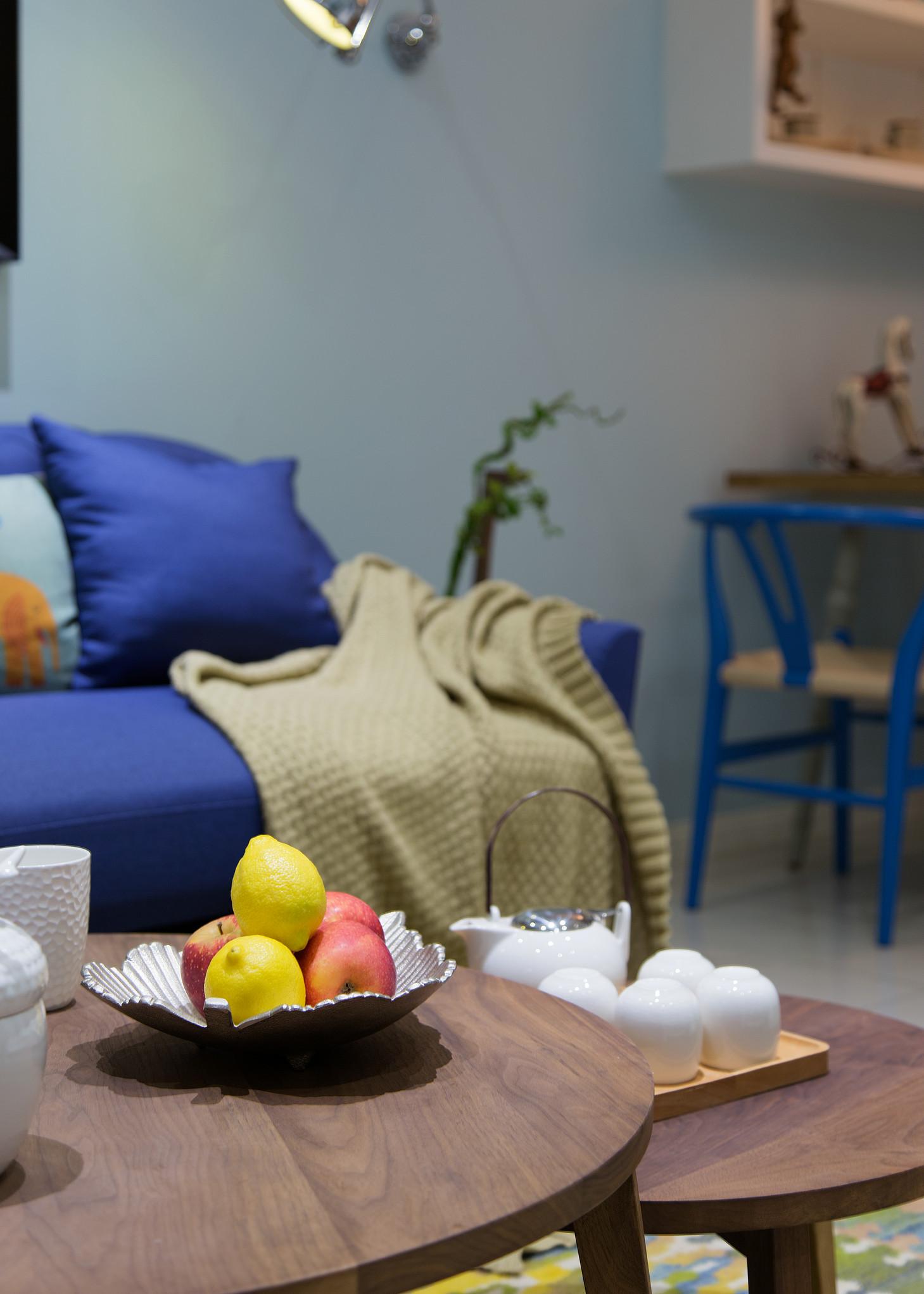 简约 三居 客厅图片来自上海倾雅装饰有限公司在初心的分享