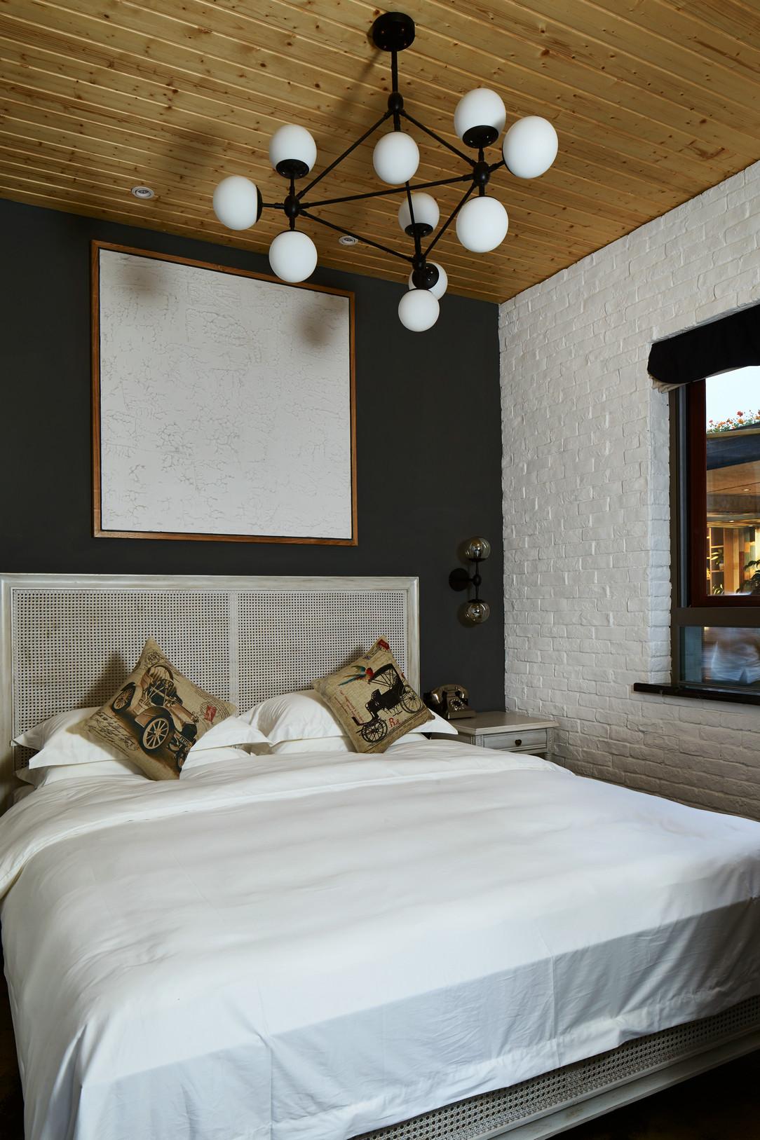 混搭 别墅 80后 卧室图片来自上海倾雅装饰有限公司在初夏的时光的分享