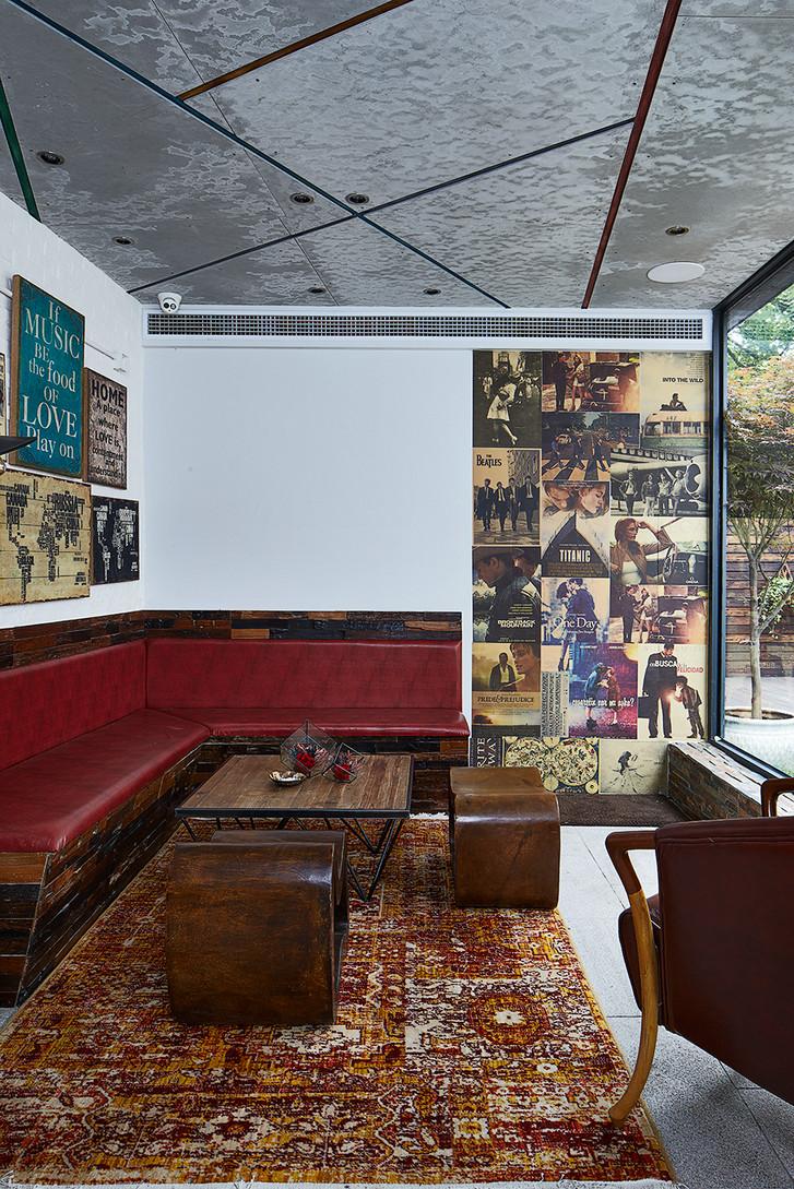 混搭 别墅 80后 客厅图片来自上海倾雅装饰有限公司在初夏的时光的分享