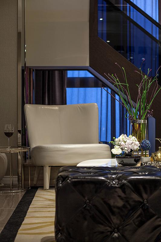 三居 白领 80后 客厅图片来自上海倾雅装饰有限公司在独角戏的分享