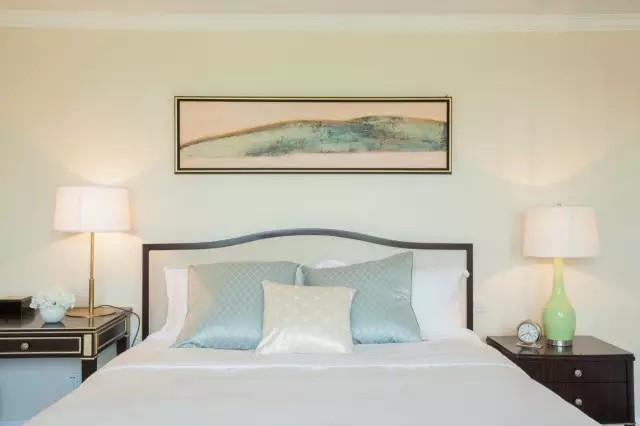 简约 欧式 三居 卧室图片来自实创装饰上海公司在160㎡简欧风,非常有家的感觉~的分享