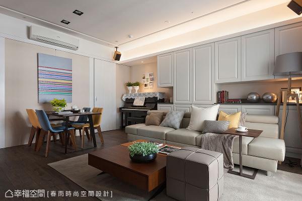 以木地坪定调全室的温馨基底,搭上纯白、雾乡二色,营造柔和纯净的空间氛围。