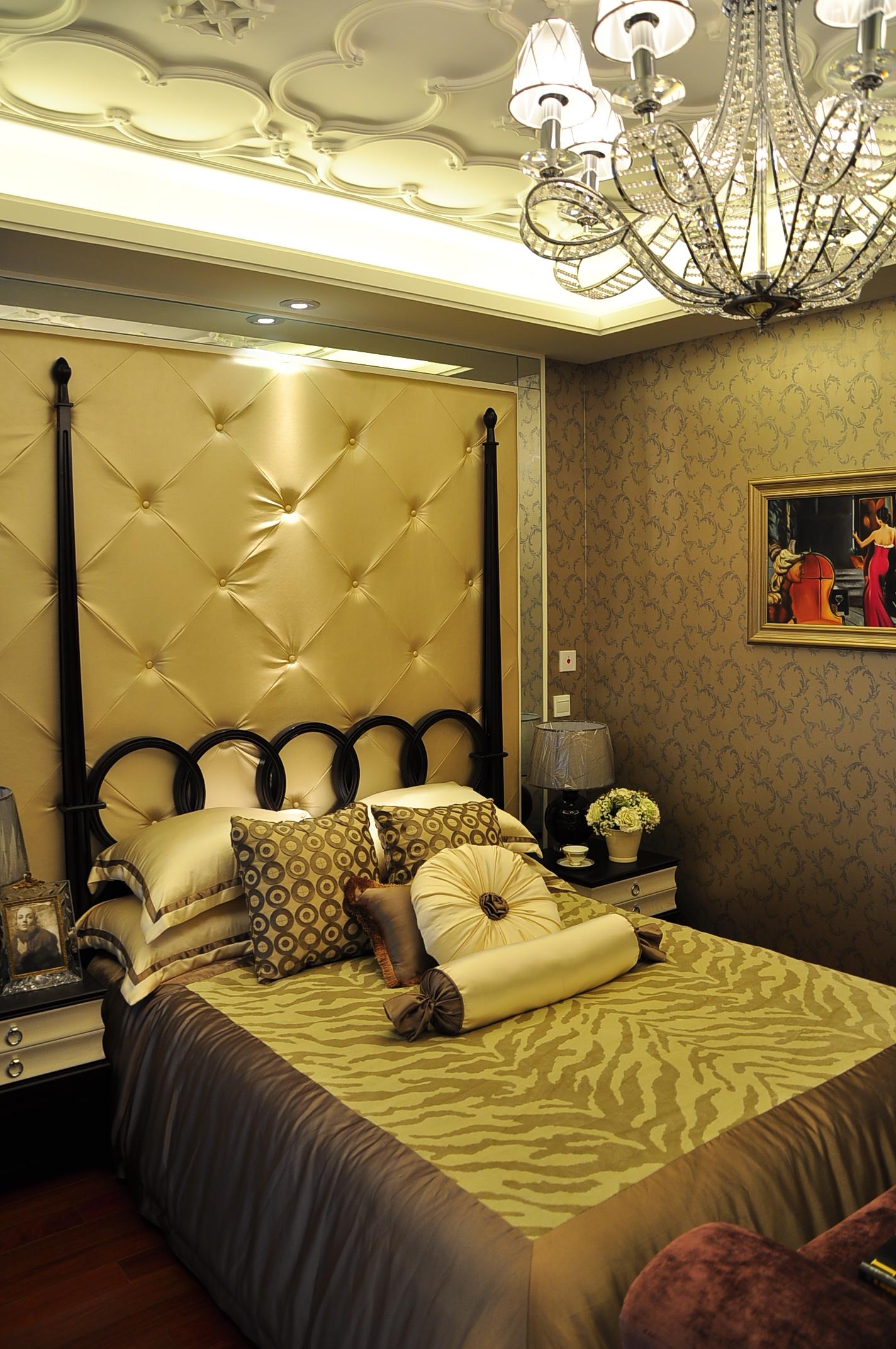 港式 雅致 白领 卧室图片来自九鼎建筑装饰工程有限公司成都分在212平经典港式情调的分享