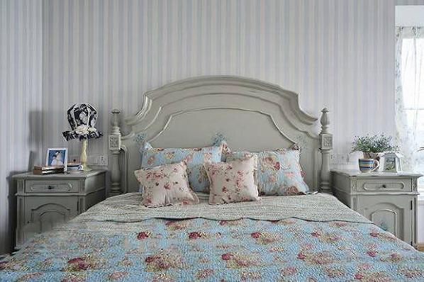 灰白色卧室