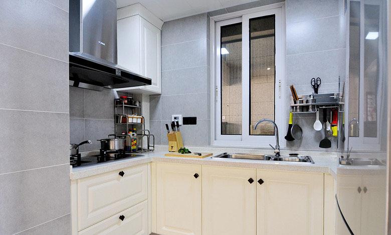 厨房图片来自家装大管家在素净又通透 89平简约时尚小三房的分享