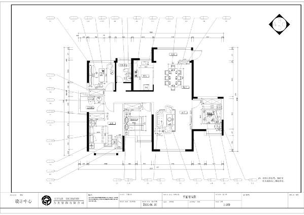 入户门进来第一个空间是玄关,左手边第一个空间是餐厅,餐厅左手边顺时针第一个空间是次卧室接下来是起居室下一个空间是小卧室,然后是主卧室和主卧卫生间,然后是书房和卫生间。