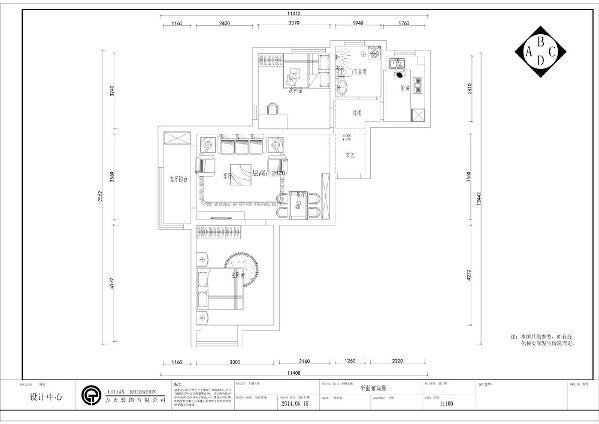 入户门第一个空间是玄关左手边第一个空间是餐厅,顺时针第二个空间是主卧室然后是起居室,再次是次卧室然后是卫生间和厨房,功能分布较为合理,采光良好。