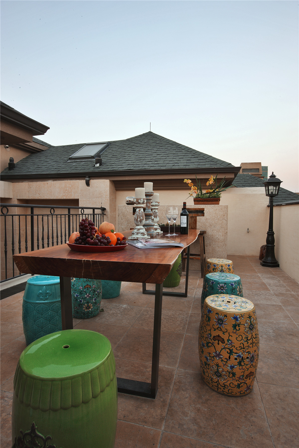 欧式 别墅 阳台图片来自名雕在水榭山欧式风格700平别墅装修的分享
