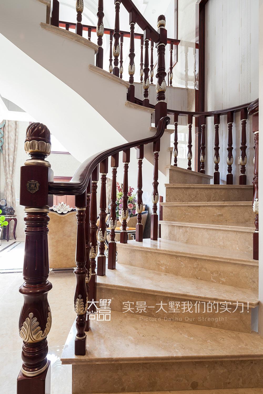三居 新古典风 大墅尚品 由伟壮设计 楼梯图片来自大墅尚品-由伟壮设计在新古典风三居·朗朗大气的美宅的分享