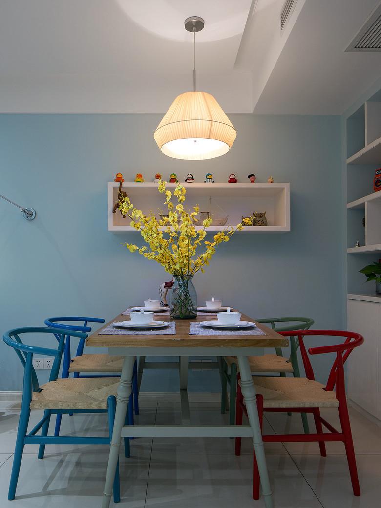 现代 时尚 三居 80后 餐厅图片来自九鼎建筑装饰工程有限公司成都分在朗基天香98平简约时尚风的分享