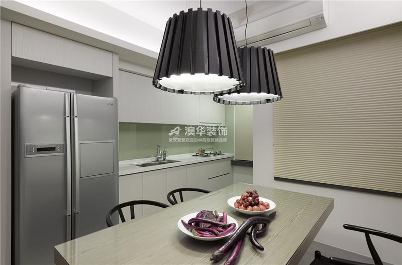 厨房图片来自澳华装饰有限公司在南湖玫瑰湾·现代时尚物语的分享