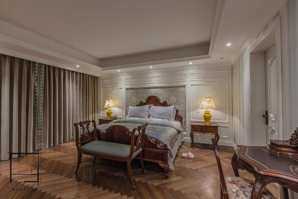 臥室是在歐式的基礎上,我們增加了壹些田園風格的設計藝術,空間言之有物,味道清而不寡。