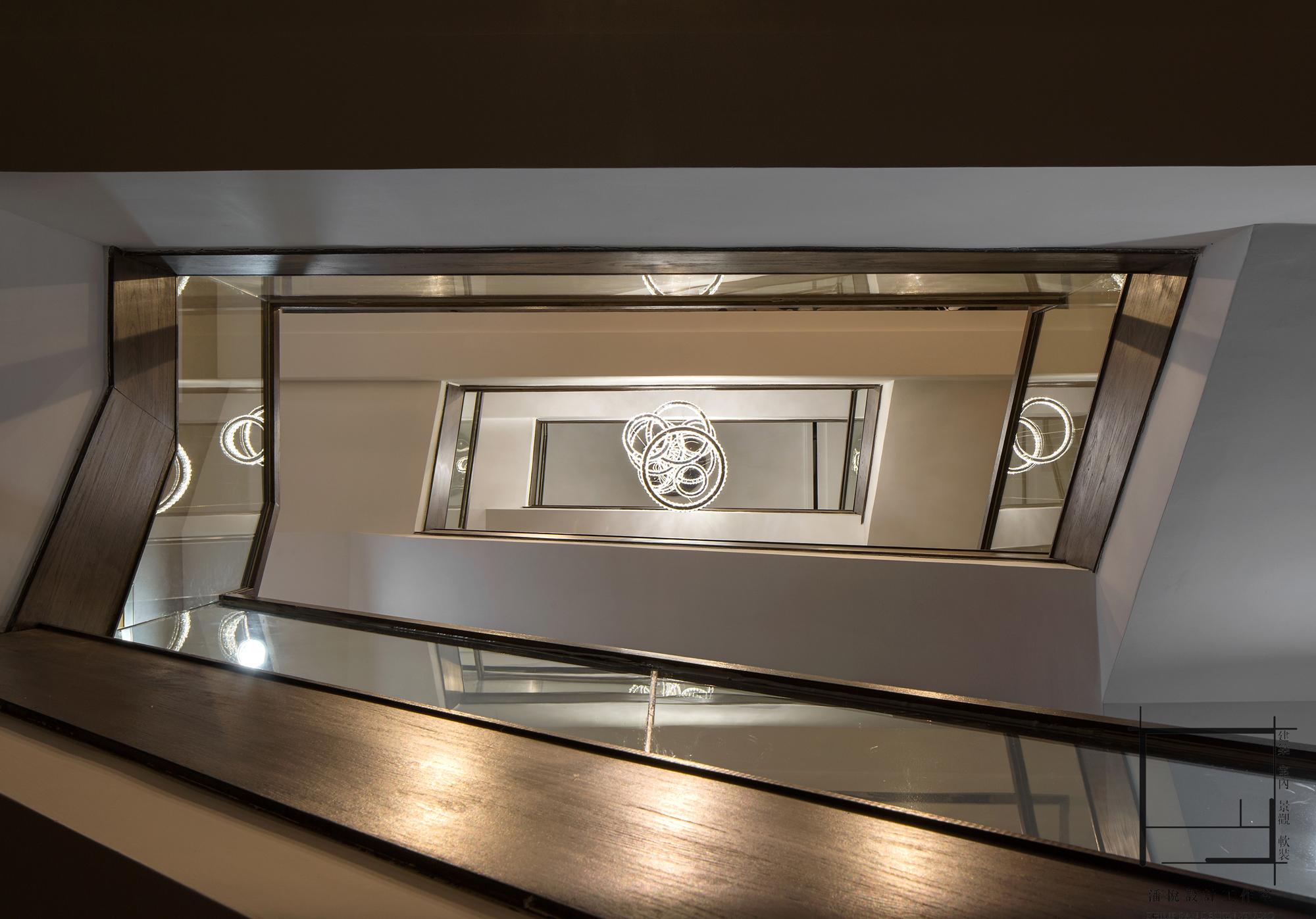 简约 混搭 别墅 小资 楼梯图片来自潘悦设计事务所在雅舍·靜生活-常熟信壹景天花園的分享