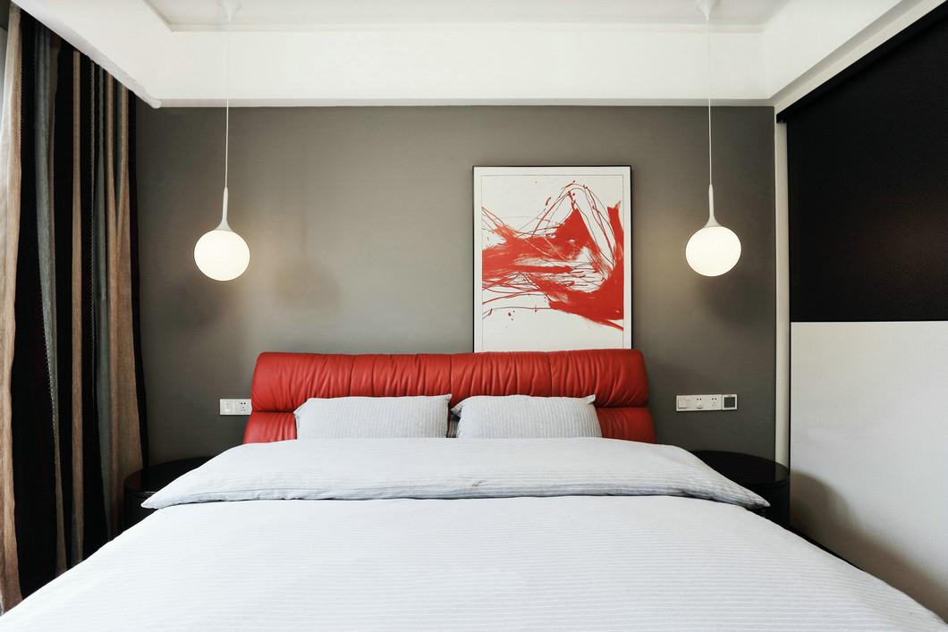 简约 三居 80后 卧室图片来自九鼎建筑装饰工程有限公司成都分在朗基天香95平现代简约温馨小居的分享