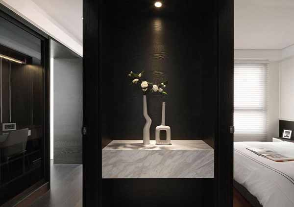 简约 二居 玄关图片来自上海潮心装潢设计有限公司在96平简约二居室装增色空间层次的分享