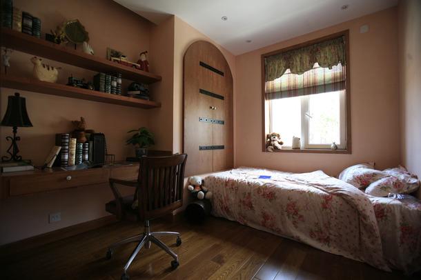别墅 美式风格 嘉年华装修 水蓝郡 263平 卧室图片来自武汉嘉年华装饰在传统的美式风格彰显别墅贵气的分享
