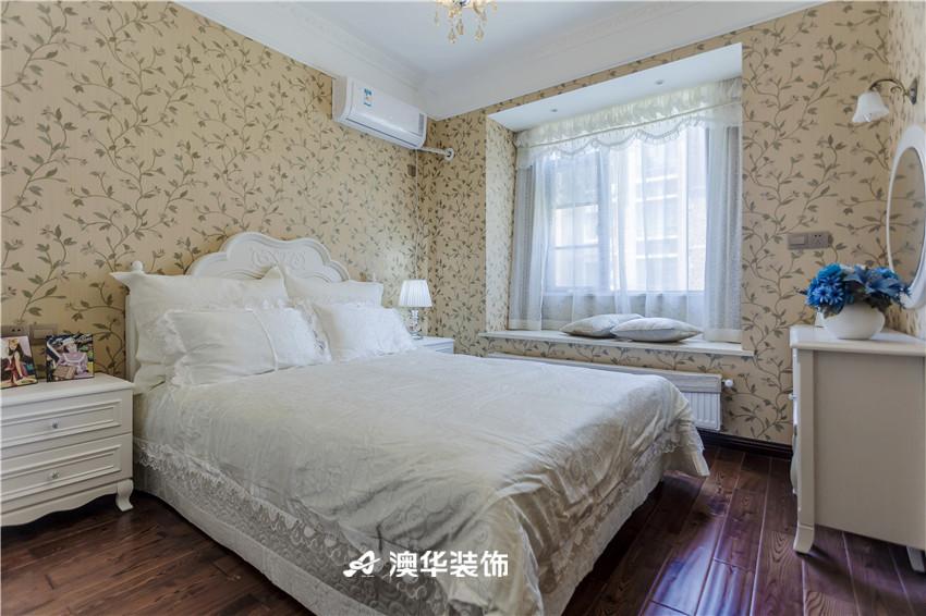 简约 三居 混搭 港式 小资 电视背景墙 卧室图片来自澳华装饰有限公司在大华南湖公园世家·重温港式经典的分享