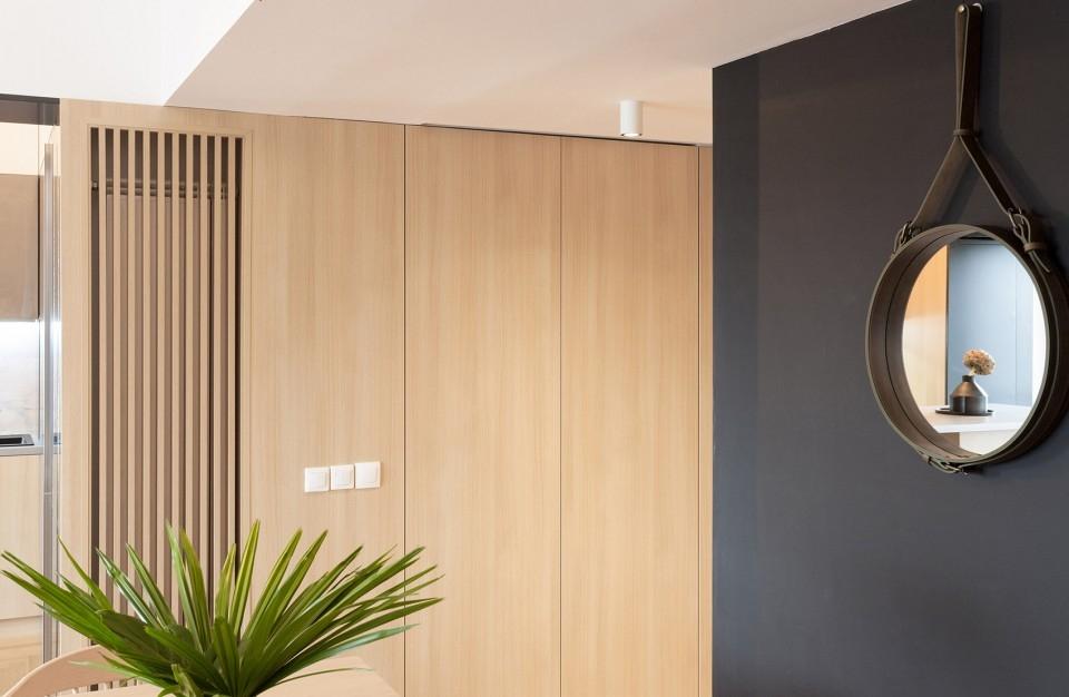 玄关图片来自二十四城装饰重庆分公司在重庆装修公司:融创凡尔赛的分享