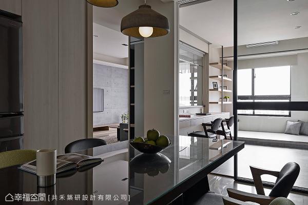 书房采用玻璃隔间的方式,将户外的自然光源适度引入餐厅区,增添明亮视感。