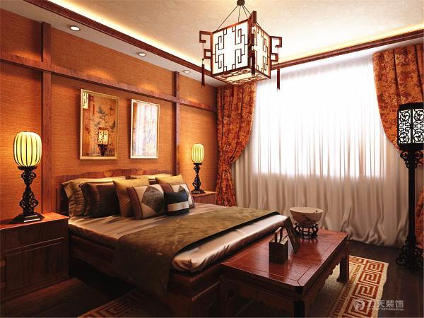 卧室为了给居室增添几分暖意,饰以精巧的灯具和雅致的挂画,使整个居室在浓浓古韵中渗透了几许现代气息。柜子是定制的用上好的硬木,造型稳重端庄,做工细致,装饰考究。
