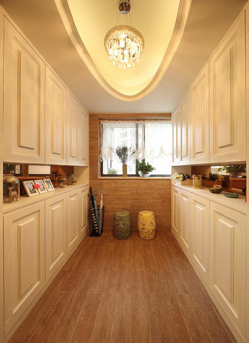 三居 玄关图片来自金煌装饰有限公司在17万装出156平唯美简欧小豪宅的分享