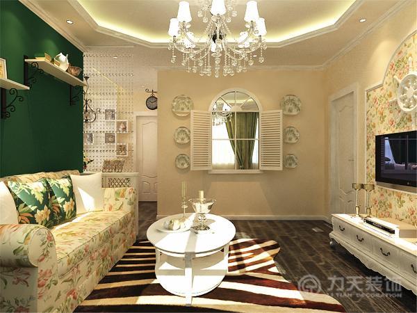 我设计的风格是田园风格,客厅的地面使深灰色复合木地板,是空间显得稳重大气,沙发背景墙采用墨绿色乳胶漆,与沙发抱枕颜色相呼应,其他墙面采用米黄色乳胶漆,突显空间的温馨浪漫。
