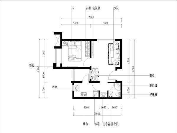 客厅与餐厅是相通的,客厅拥有较规整的布局,并且足够面积的窗户也使得整个空间的采光与通风性十分良好。