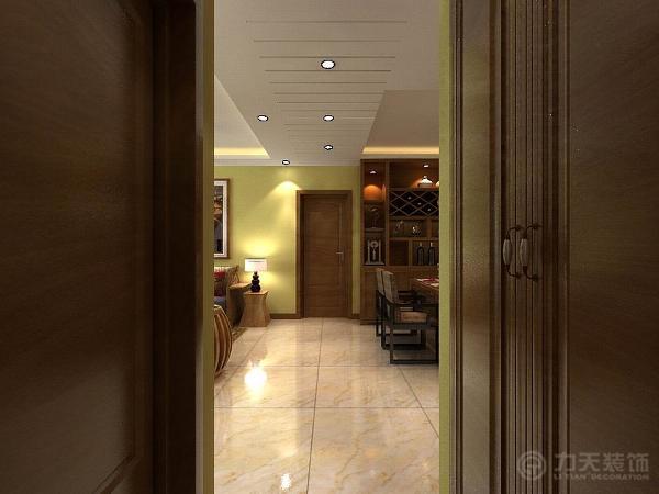 走廊顶面做了吊顶造型处理,划分了客厅和餐厅的空间。客厅顶面做了回字形吊灯,使整个空间丰富起来。