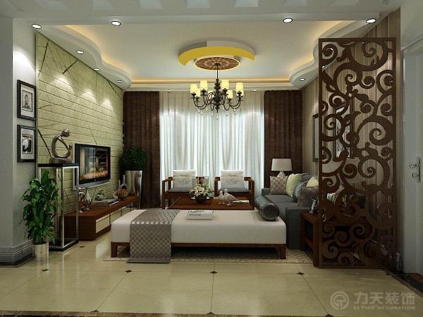 电视背景墙采用淡黄色塑料板的直线框架做为装饰,中间的暗灯槽照射出的黄色光让室内更加温馨和谐,简单又不乏时尚感,沙发背景墙以两幅机简的挂画加以装饰。