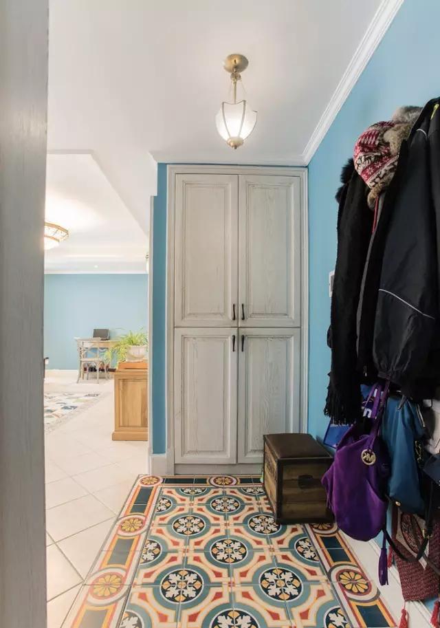 简约 欧式 田园 混搭 二居 三居 别墅 白领 收纳 玄关图片来自实创装饰晶晶在105㎡欧式大两居的分享