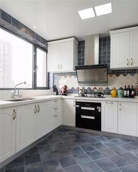 三居 二居 混搭 田园 欧式 简约 白领 收纳 旧房改造 厨房图片来自实创装饰晶晶在85后夫妻的79㎡两居室的分享