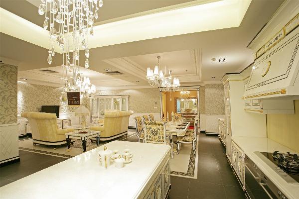 欧式风格多引用在别墅,会所和酒店的工程项目中。一般这类工程通过欧式风格来体现一种高贵,奢华,大气等感觉