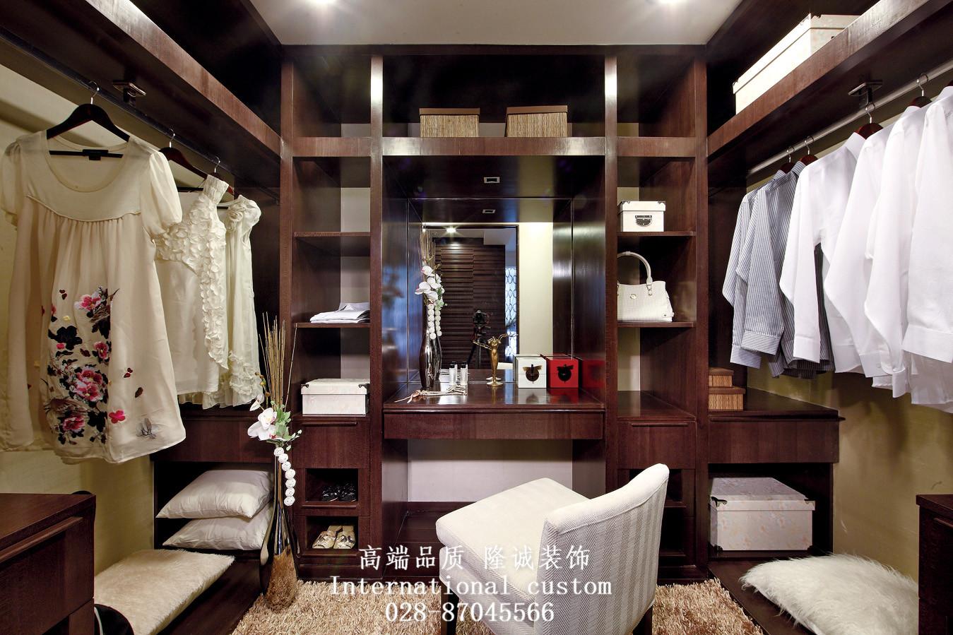 收纳 旧房改造 80后 小资 舒适 温馨 中式 衣帽间图片来自fy1831303388在华敏世家的分享