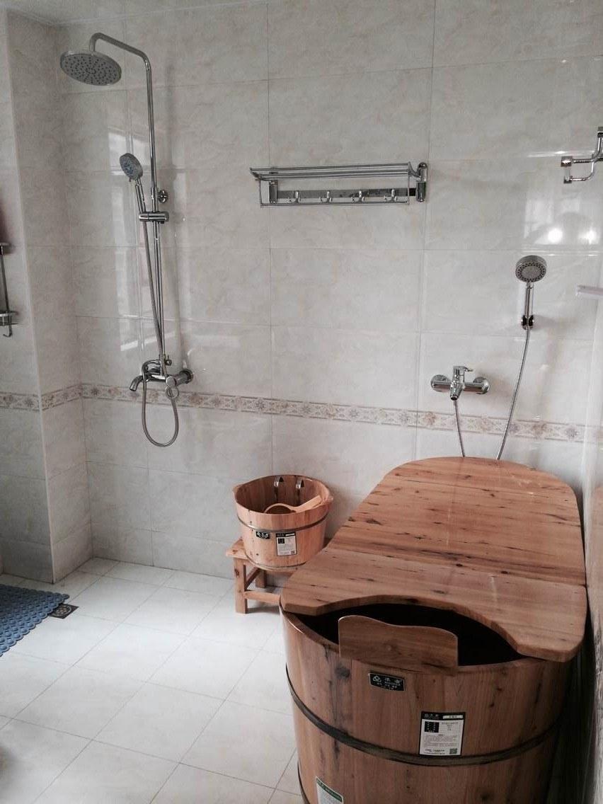 三居 卫生间图片来自金煌装饰有限公司在传统中式风格与现代元素的融合的分享
