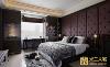 """床头以深紫色营造奢华质感;凸窗两旁的柜体,特别融入国际精品的""""F""""Logo意象,用中央的大缺口,巧妙释出更流畅的光线通道。"""