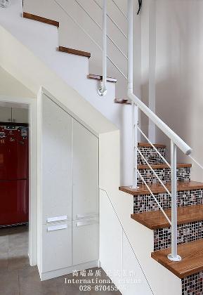 简约 三居 白领 收纳 旧房改造 80后 舒适 温馨 楼梯图片来自fy1831303388在翰香府的分享