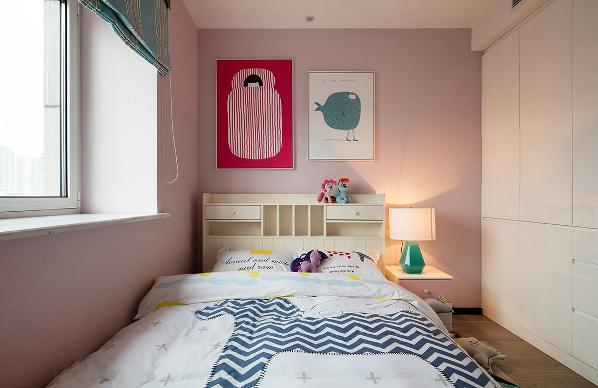 榻榻米式的儿童房,满足储物和休息