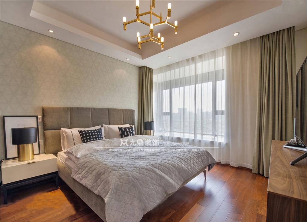 简约 休闲 舒适 四居 卧室图片来自九鼎建筑装饰工程有限公司成都分在麓山国际的分享