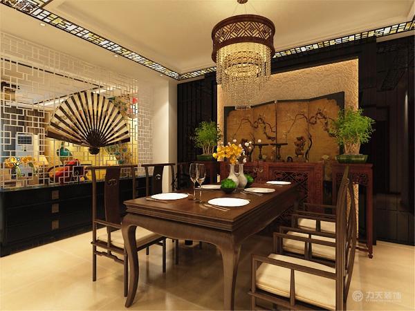 室内布置中也有既趋于现代实用,又吸取传统的特征,例如传统中式的茶几、餐桌。