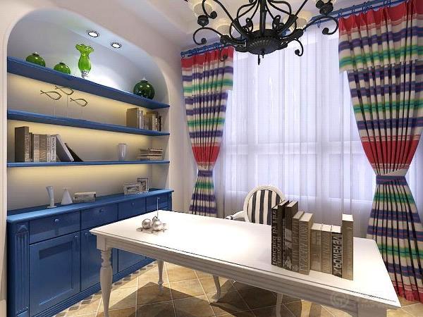 餐厅是蓝白色相间的餐椅与乳白色墙面紧密结合,加上地中海风格的形象墙,生活气息更加浓重。