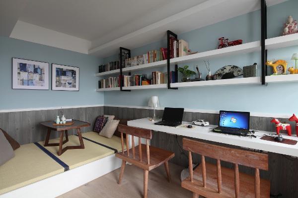 混搭是现在家居装修中一种新型的装修理念,比如如有的人喜欢简约风格,与此同时,他又非常喜欢地中海风格,他就可以在家居的设计之中将简约以及地中海两者相结合来对家进行装修设计