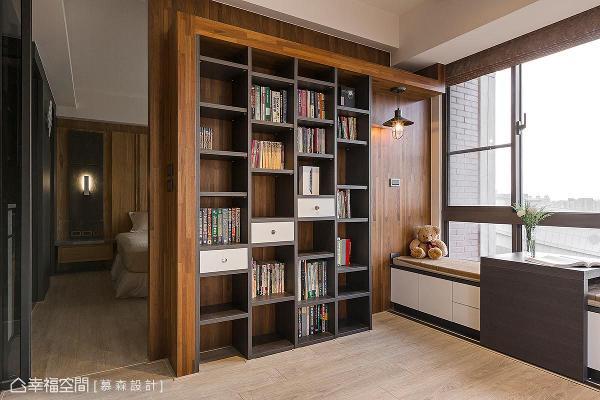 慕森设计团队沿着窗边设置卧榻区,结合书墙和可移动式台面,打造出休闲放松的角落。