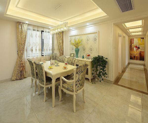 餐厅里延续着客厅的主调同样的背景墙墙纸同样的窗帘点缀加上同配套的家具让空间细节之处都丝丝相扣这就是家居设计中最重要的一部分【协调】。