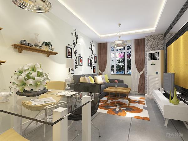 客厅采用L型灰色沙发沙发,白色黄色的抱枕点缀其中,木色的茶几电视柜相呼应,干净整洁。餐厅采用4人餐桌颜色干净,临近厨房便于用餐。