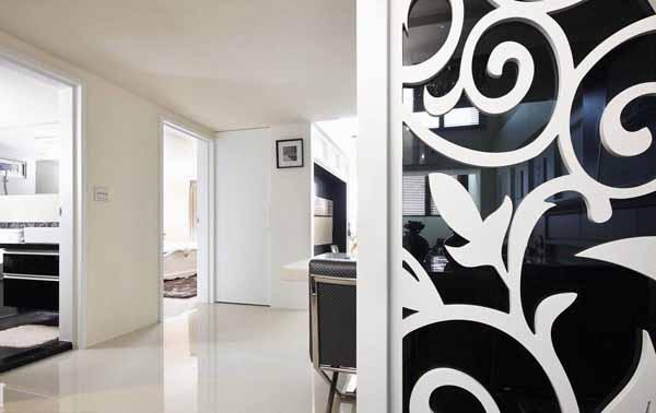 玄关图片来自上海潮心装潢设计有限公司在149平欧式风格复式装修设计样板的分享
