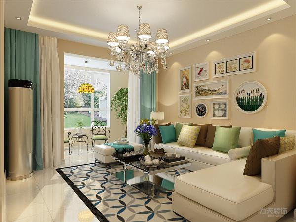 客厅放置了转角沙发,墙面粉刷淡黄色乳胶漆,地面通铺800*800白色地砖,使空间通透明亮。电视背景墙是组合柜拼合而成,便于储物,沙发背景墙了几幅小清新挂画,沙发上的抱枕都以亮色为主,点亮整个空间。