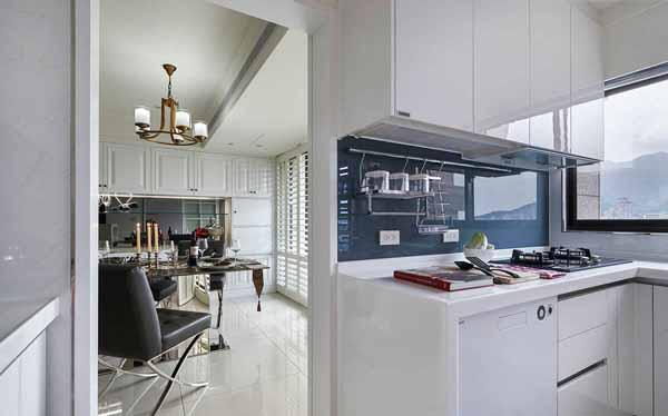 欧式 三居 厨房图片来自上海潮心装潢设计有限公司在126平欧式风格三居室装修样板间的分享